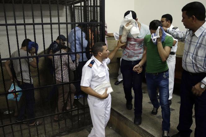 Des Egyptiens condamnés pour avoir célébré une union homosexuelle, le 1er novembre, au Caire.