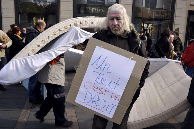 Manifestation pour dénoncer le manque de places disponibles pour les sans-abri, à Toulouse, le 12 décembre.