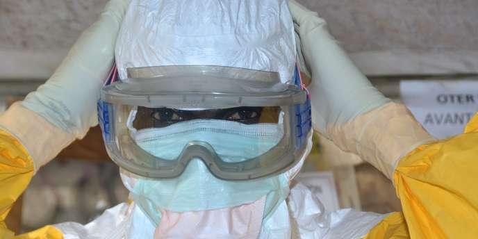 Au total, 22495personnes ont contracté le virus Ebola dans neuf pays, dont 8981sont mortes, selon les derniers chiffres.