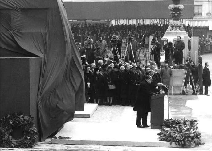Le 19 décembre, 1964, André Malraux, ministre de la culture, prononce son discours pour la réception des cendres de Jean Moulin au Panthéon.