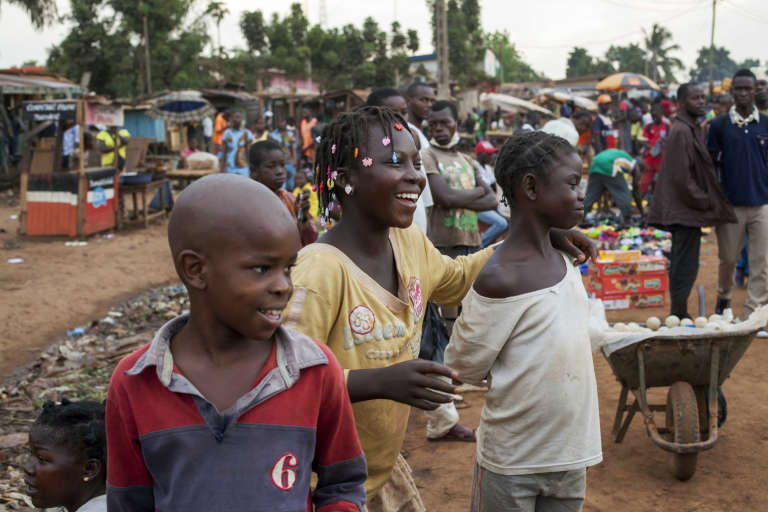 Un groupe d'enfants, à Bangui le 9 mars.