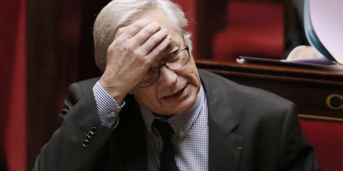 Le ministre du travail, François Rebsamen a semé le trouble, mardi 16 décembre, en évoquant une rallonge de la durée de cotisation.