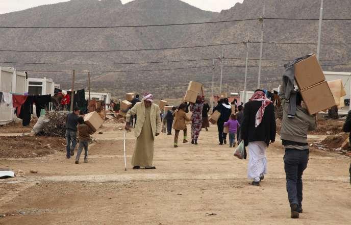 Des Yézidis, minorité irakienne que l'EI avait attaquée en août, dans la province de Dahuk, dans le nord de l'Irak, le 7 décembre.