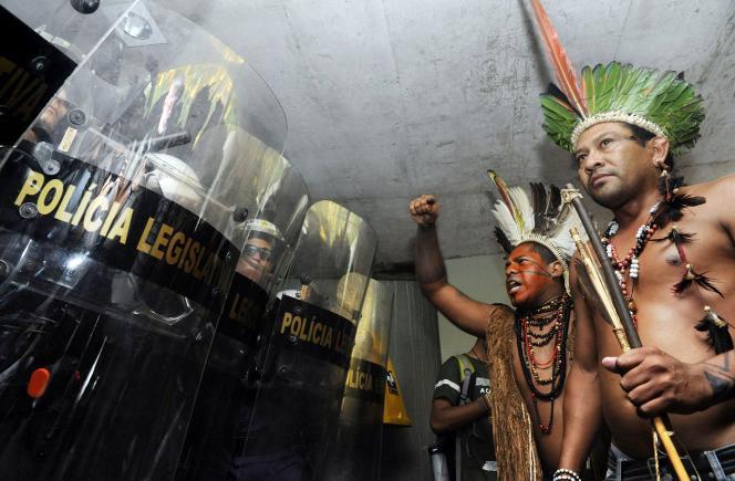 Jair Bolsonaro, grandement en faveur de l'agrobusiness, tente d'investir des terres sacrées pour les indigènes.