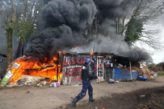 La ZAD, contre le projet d'aéroport de Notre-Dame-des-Landes, a été le théâtre à de nombreuses reprises, en 2013, d'affrontement entre gendarmes et opposants.  AFP PHOTO / FRANK PERRY