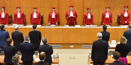 La décision des juges de la Cour constitutionnelle allemande sera particulièrement scrutée, car, le 10 mars, la Banque centrale européenne (BCE) devrait prendre de nouvelles mesures pour tenter de relancer l'activité et les prix.