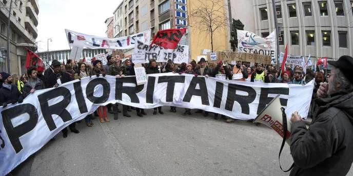 Une manifestation contre la réforme de l'éducation prioritaire, présentée mercredi 17 décembre. Ici, le 9 décembre à Marseille.