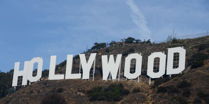 Le légendaire signe surplombant Hollywood, en Californie.