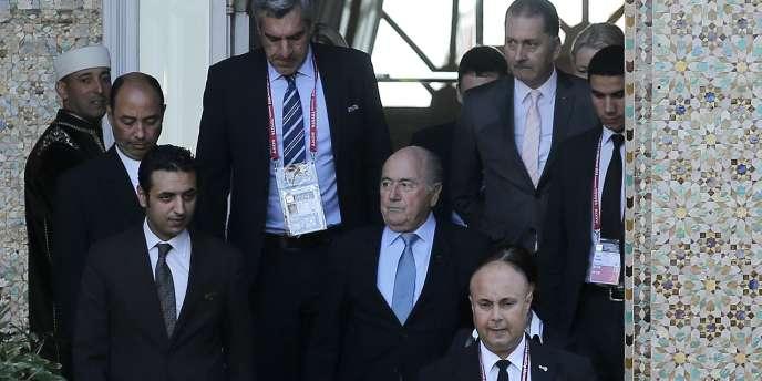 Sepp Blatter, sur le perron d'un hôtel de Marrakech, le 18 décembre, en route pour le comité exécutif de la FIFA.