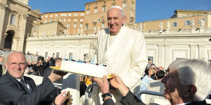 Le pape François a fêté ses 78 ans mercredi 17 décembre en organisant notamment un tango géant place Saint-Pierre à Rome.
