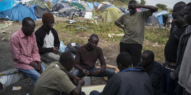 Dans le campement des Soudanais, le 19 septembre, à Calais.