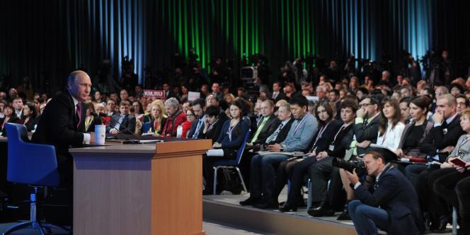 Le président Russe Vladimir Poutine a tenté de rassurer ses concitoyens, expliquant qu'une sortie de crise était « inévitable ».