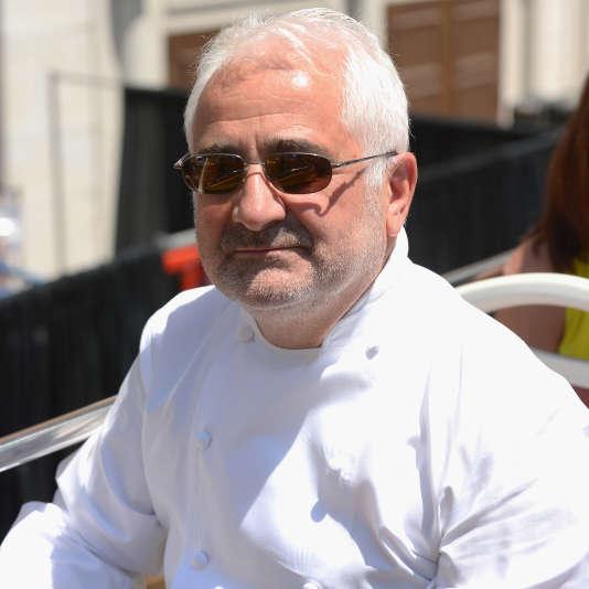 Le chef Guy Savoy donnera à la rentrée 2015  des cours dans une école d'enseignement supérieur dédiée à la gastronomie, à l'hôtellerie et au luxe.