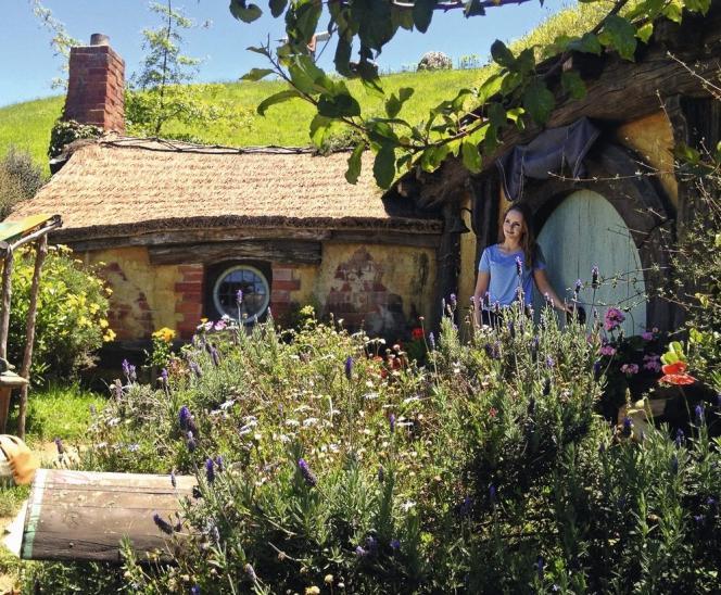 La photo devant la maison de Bilbo compte parmi les passages obligés du Hobbiton Tour en Nouvelle-Zélande.