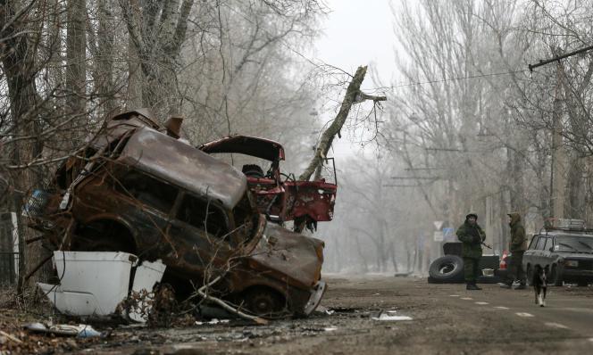 Le conflit dans l'Est séparatiste prorusse coûte à l'Ukraine 100 millions de hryvnias (4,6 millions d'euros) par jour, selon le président ukrainien Petro Porochenko