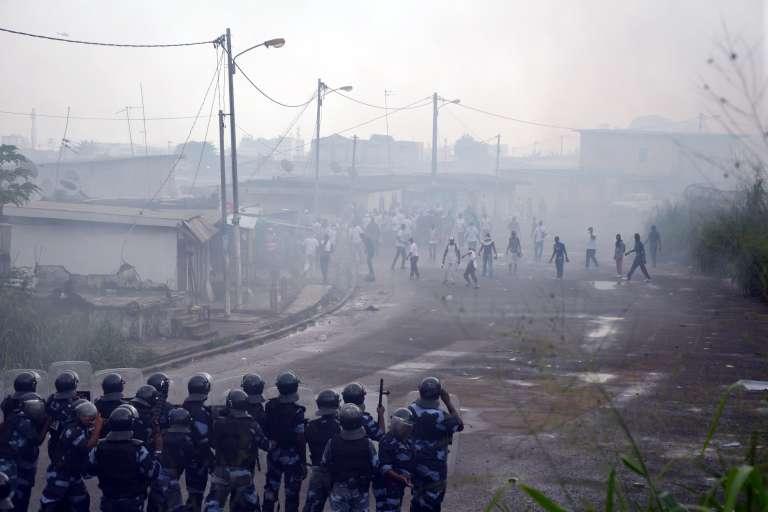 Une manifestation de l'opposition pour demander la démission du président Ali Bongo, le 20 décembre à Libreville  AFP PHOTO/CELIA LEBUR