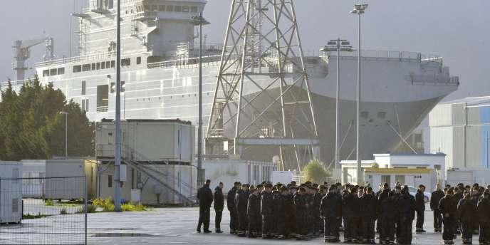 Un mois après le report « jusqu'à nouvel ordre » de la livraison des deux porte-hélicoptères par la France, Moscou attend de Paris un choix entre non-livraison définitive et remboursement.