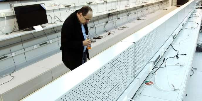 Les Biélorusses ont dévalisé les magasins pour sécuriser leur épargne, s'approvisionnant en appareils électriques fabriqués à l'étranger et en articles ménagers.