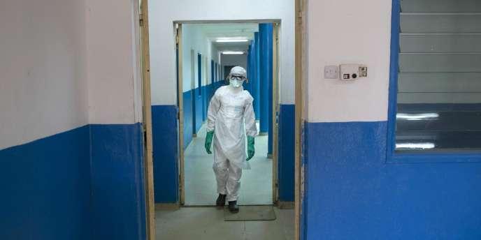 Les exigences du Fonds monétaire international (FMI) en matière de rigueur budgétaire ont affaibli les systèmes de santé des pays africains les plus durement frappés par le virus Ebola et ont empêché une réponse coordonnées pour lutter contre l'épidémie.