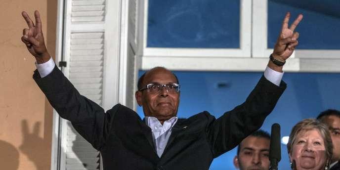 Moncef Marzouki depuis le balcon de son QG de campagne, le 21 décembre.