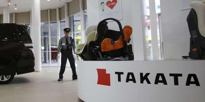 Les airbags défectueux, produits dans les années 2000, peuvent exploser et projeter des fragments de métal et plastique sur les passagers.