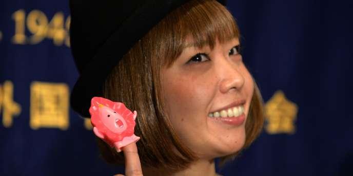 Rokudenashiko s'est fait connaître par ses multiples déclinaisons autour du vagin, comme des dioramas, des coques de smartphone, des bijoux, des gâteaux ou des lampes.