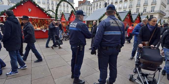 La police municipale le jour de l'attaque du marché de Noël, le 22 décembre 2014, à Nantes.