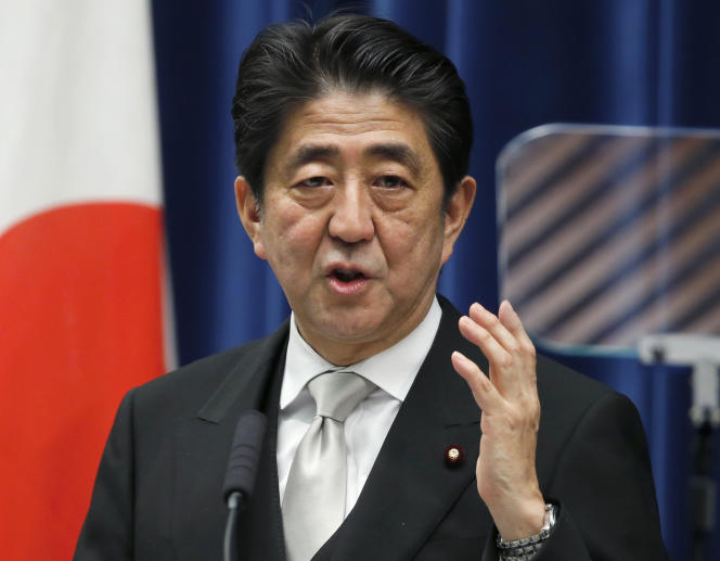 Le premier ministre Shinzo Abe devait dévoiler, samedi 27 décembre, un nouveau plan de relance de l'ordre de 3 500 milliards de yens.