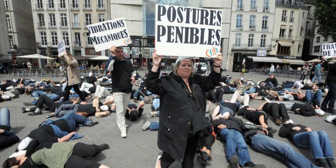 Flash mob organisé par la CFDT contre la pénibilité au travail, en mai 2011 à Nantes.
