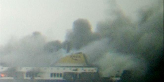 L'opération de sauvetage est en cours pour évacuer les 478personnes à bord du « Norman Atlantic », qui a pris feu au nord-ouest de Corfou.