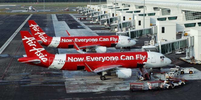 Un porte-parole du ministère des transports indonésien a précisé que le contact avait été perdu avec le vol QZ 8501 à 7 h 24, heure locale.