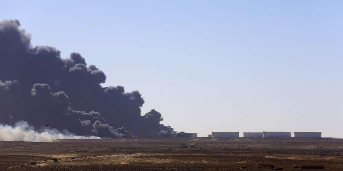 Port pétrolier bombardé d'Es Sider à Ras Lanuf, le 28 décembre 2014.