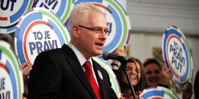 Ivo Josipovic – ici le 28 décembre –, président croate sortant, n'a qu'une courte tête d'avance sur sa rivale conservatrice à l'issue du premier tour de la présidentielle.