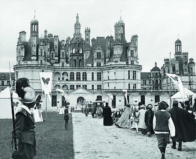Le tournage de Peau d'âne de Jacques Demy au Château de Chambord, en 1970.