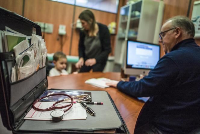 Une consultation de SOS Médecins, le 26 décembre 2014 à Roubaix.