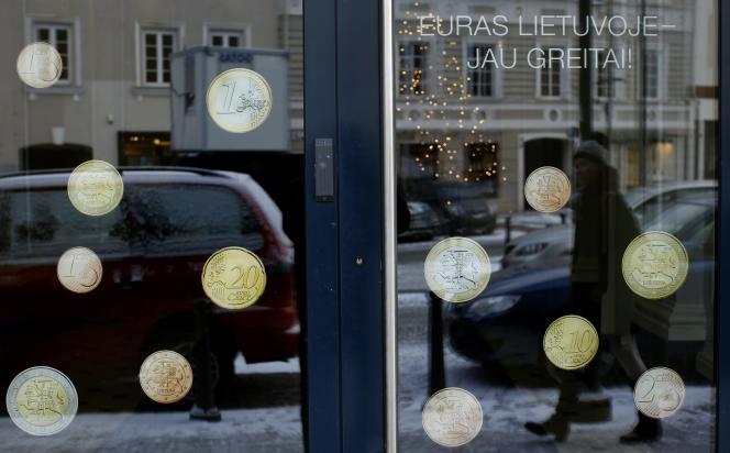 Campagne de promotion de l'euro, à Vilnius en décembre 2014.