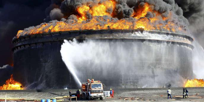 Terminal pétrolier en flamme à Es Sider, le 29 décembre.