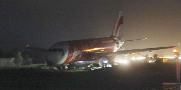 L'avion de la compagnie Air Asia s'est posé en catastrophe