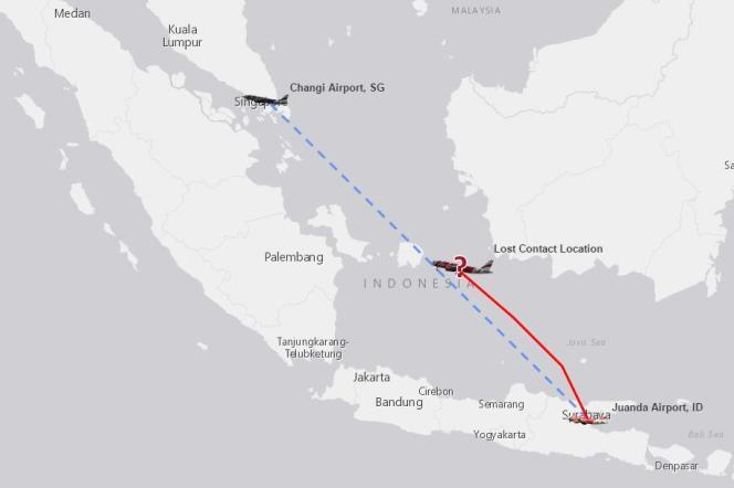 Le trajet prévu de l'avion Air Asia, en bleu, son trajet réel en rouge, et le lieu de la perte de contact avec les contrôleurs aériens.