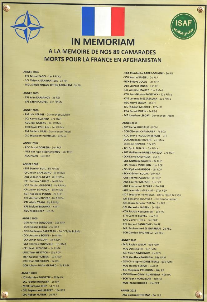 La plaque en mémoire des 89 soldats morts pendant les treize ans de présence française en Afghanistan.