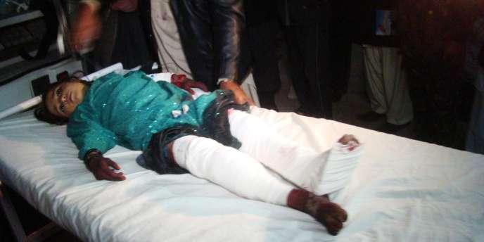 Quinze personnes sont mortes et 45 autres ont été blessées après qu'une roquette est tombée sur une fête de mariage.