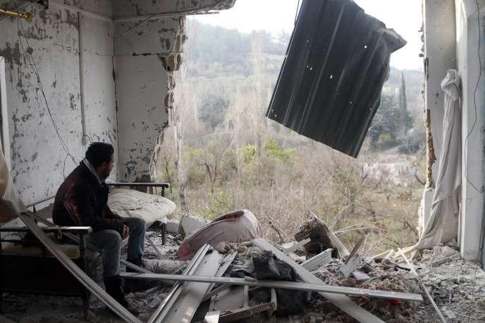 Une maison détruite après un raid aérien, le 31décembre, à Jabal al-Akrad, dans le nord-ouest de la Syrie.