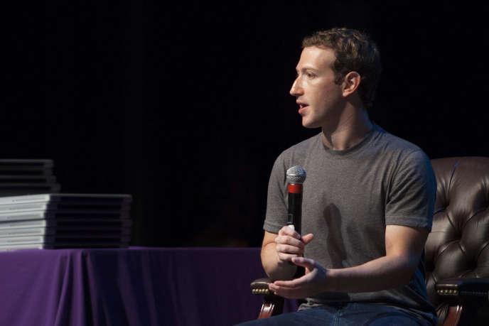 Le fondateur de Facebook, Mark Zuckerberg a créé A Year of Books, une page sur laquelle les internautes laissent des commentaires sur leurs idées de bons livres.
