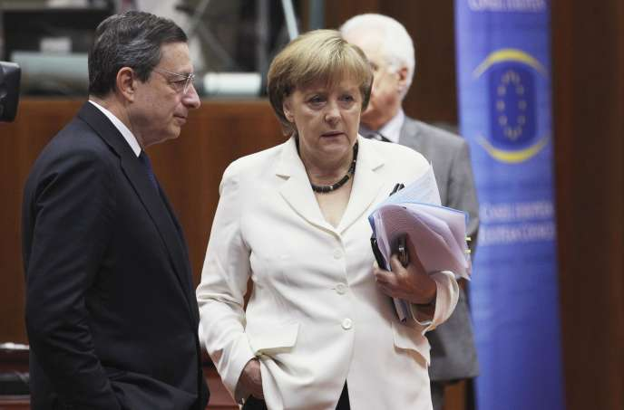 Mario Draghi, président de la BCE, et la chancelière allemande, Angela Merkel, à Bruxelles.