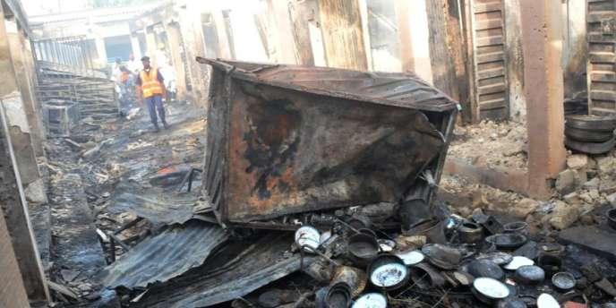 Les dégâts après une explosion sur le marché de Bauchi, dans le nord-est du Nigeria, le 23 décembre 2014.