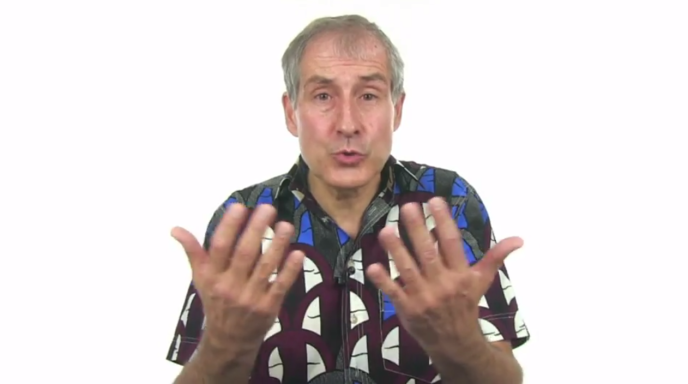 Pierre-Yves Rochat, professeur à l'Ecole Polytechnique de Lausanne (Suisse), en train d'expliquer les microcontrôleurs dans son Mooc très suivi en Afrique