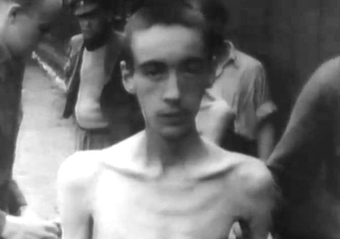Prisonnier du camp de concentration de Bergen-Belsen, en avril 1945.