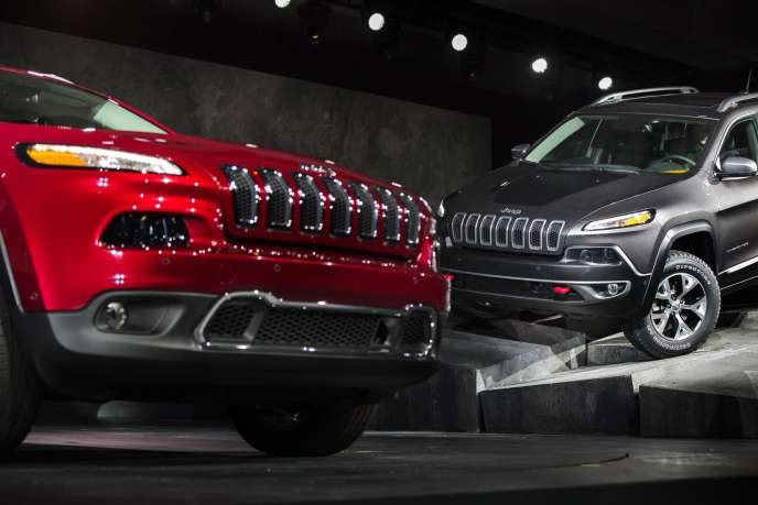 Deux modèles exposés au New York International Auto Show à New York. Le marché des véhicules neufs aux Etats-Unis a atteint son plus haut niveau depuis dix ans en juin 2015.