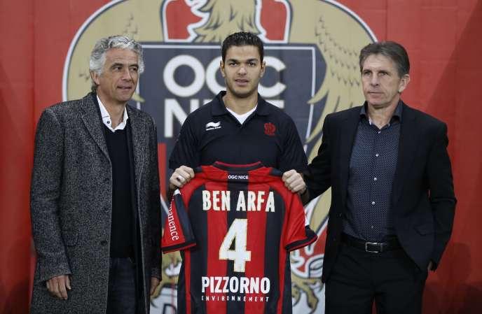 Hatem Ben Arfa intègre l'OGC Nice. Ici avec Claude Puel, entraîneur et Jean-Pierre Rivère, président du club, le 5 janvier 2015.