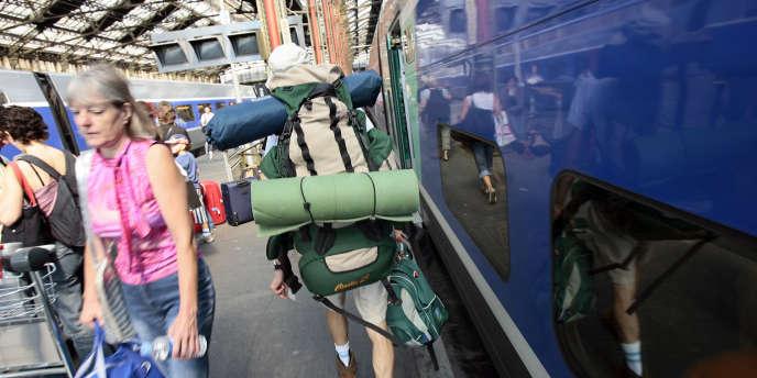 Entre la fin de leurs études et leur entrée dans la vie active, de plus en plus de jeunes prennent une année sabbatique pour partir sac au dos faire le tour du monde.